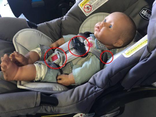アメリカ・トラベルシートのカーシートの法律をまもった取り付け方法