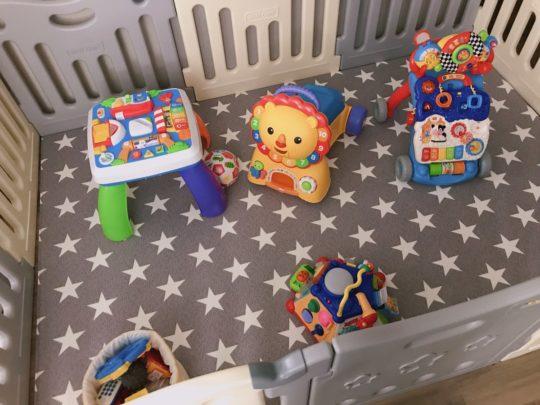 【アメリカ出産・子育て】赤ちゃん専用エリア作り!ベビー用プレイマット&ベビーサークル